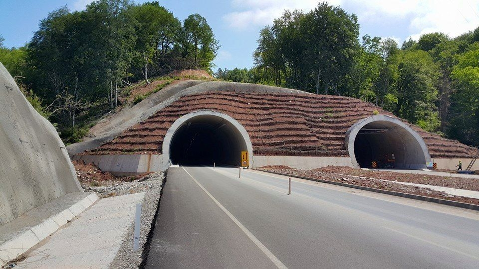 Çakraz Tünelleri